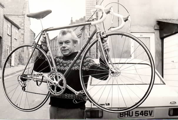 stan-pike-with-the-record-breaking-bike-rode-by-john-woodburn
